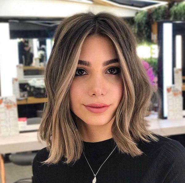 short hairstyle women 2021